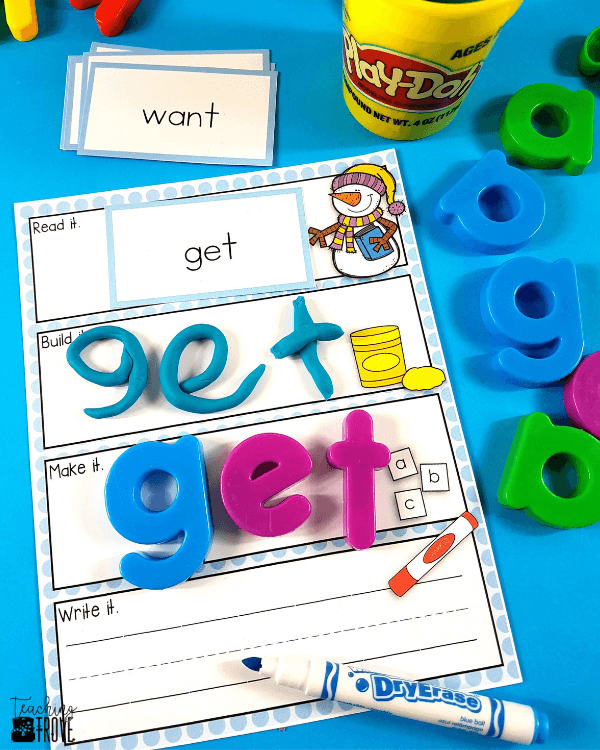 Sight word activities that are editable make it easy to create hands on teaching resources that help even your struggling readers to learn their sight words. With this editable sight word pack you can quickly make 21 literacy centers that target the sight words your class need to learn – all with a fun winter theme. These fun printables are perfect for small groups and centers. #sightwords #editablegames